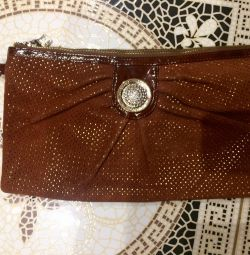 I sell a new leather clutch