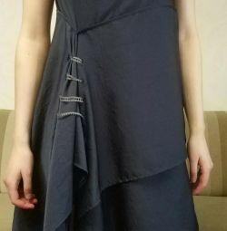Κομψό κορίτσι φόρεμα
