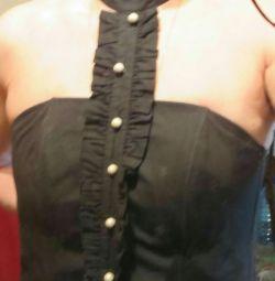 Blouse, corset.