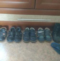 Πολλά παπούτσια μεγέθους 20-23