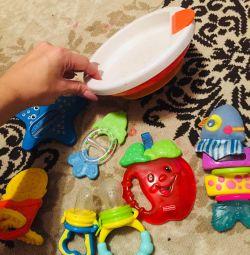 Jucării, farfurie pe ventuze, un termometru pentru apă