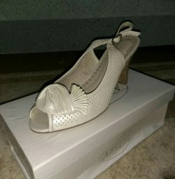 Sandals p. 39