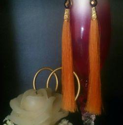 Μοντέρνα σκουλαρίκια φούντα