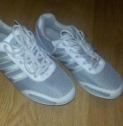 Yeni spor ayakkabı kadın gri 40 р tekstil + deri