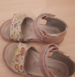 Sandale p 23