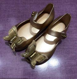 Pantofi pentru o fată