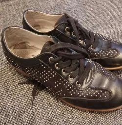 Kızlar için ayakkabı s. 35