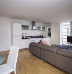 BEAUTIFUL 2 BEDROOM FLAT, SECURE PARKING WITH BALCONY IN ABILITY PLACE, MILLHARBOUR, CANARY WHARF