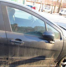 Peugeot 308 için sağ ön kapı