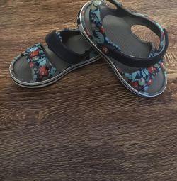 Croșetă sandale