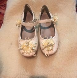 Pantofi pentru fetița de dimensiune 34