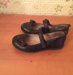 Second-hand leather shoes p 28