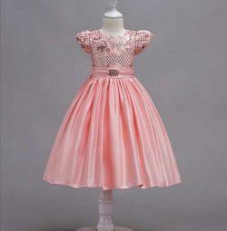Нове, бальна сукня з пишною спідницею