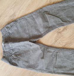 Pantaloni pentru un baietel 2-3g