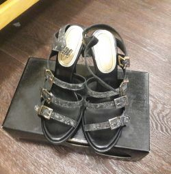 Sandals new r. 39