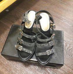 Sandale noi r. 39