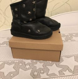 Ugg boots original in good condition 30 size