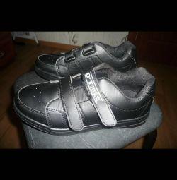 Πουλάω παπούτσια για παιδιά 37