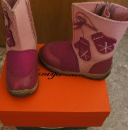 Μπότες στο κορίτσι