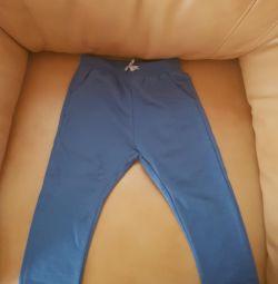 Pantaloni sport noi Zara