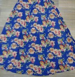 rich skirt in the floor