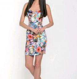 Το φόρεμα είναι εντυπωσιακό, το ρωσικό εμπορικό σήμα
