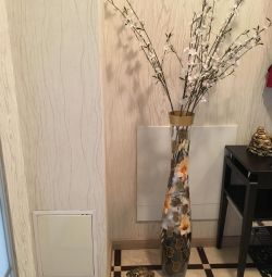 Floor vase for tseat