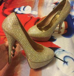 Rhinestones ile yeni düğün ayakkabıları