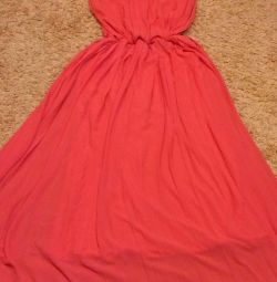 Το φόρεμα είναι μεγάλο