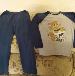 Çocuk için pijamalar.
