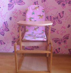 Πουλάω έναν μετασχηματιστή υψηλής καρέκλας για σίτιση