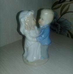 Yeni evlilerin heykelcik dansı