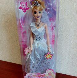 Новая в упаковке кукла.