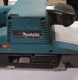 Mașină de rectificat Makita 9404