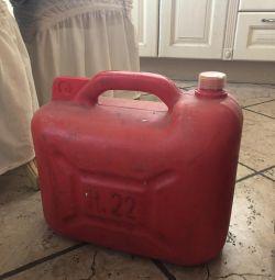 Канистра под бензин