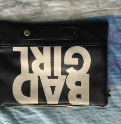 Yazıtlı siyah çanta