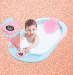 Termometre ve ekranlı yenidoğan bebek banyosu