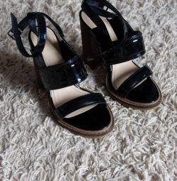 Vernikli sandalet ZARA