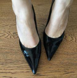 Туфлі гостроносі чорні лакові 38 р-р