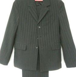 Κοστούμι στον μαθητή.