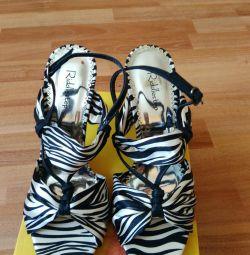 Yeni sandalet Riddlestep