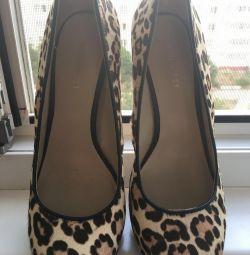 Pantofi cu blană de ponei