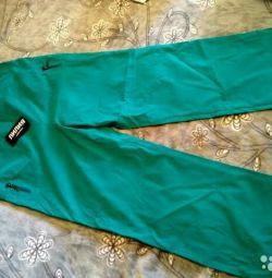 Bir etiketle yeni pantolon boyutu 50-52