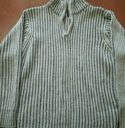 Cardigan knitted.