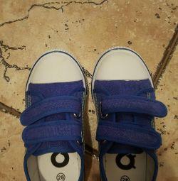 Νέα αθλητικά παπούτσια 28r