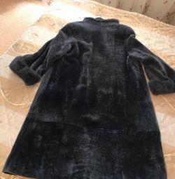 Palton de blană cu guler și manșete de nurcă