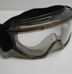 Goggles for protection from mechanical particles and dust