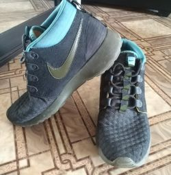 Men's sneakers in excellent condition