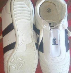 Αθλητικά παπούτσια για μέγεθος tekvando 38