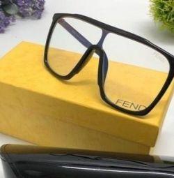 Moda gözlükleri Fendi
